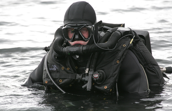 Defence divers' equipment