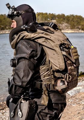 Shadow Back Mount Rebreather2.jpg